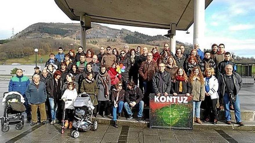 Miembros de la platafroma en la presentación pública/ Foto: Ipar-Haizea.