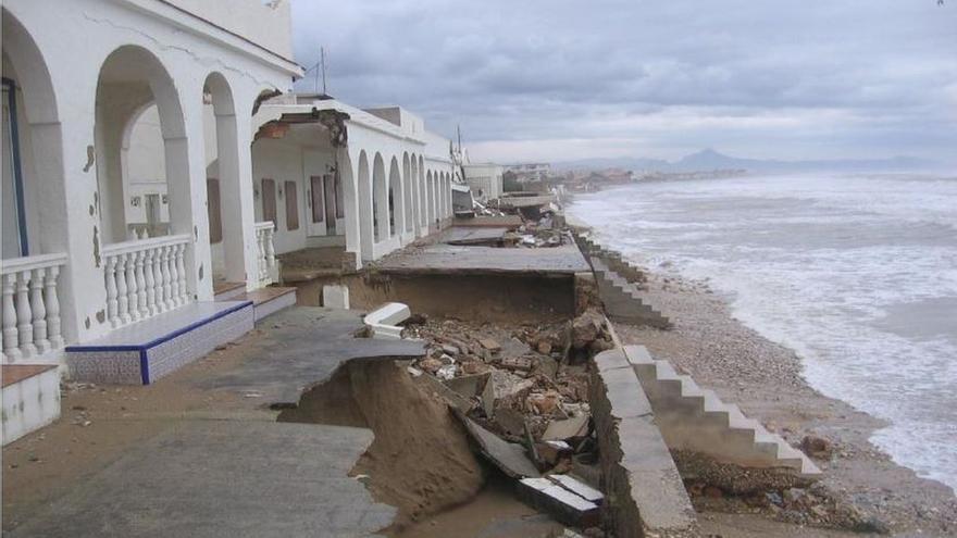 Destrucción en la playa de las Devesas en Denia (Alicante) en 2017. En 2020 ha sido una de las zonas más afectadas por 'Gloria'.