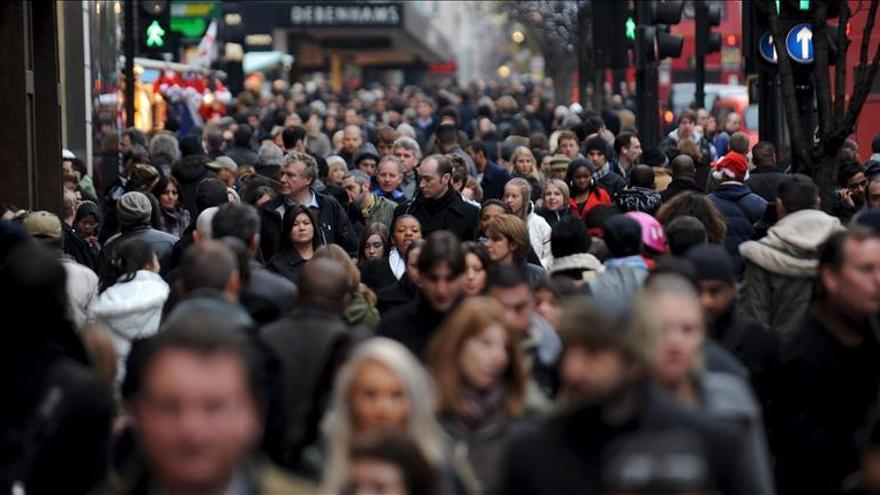 Los británicos, a favor de recortar el número de inmigrantes, según un sondeo