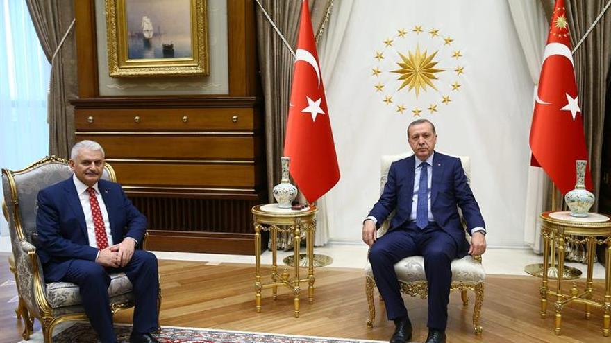 Erdogan aprueba el nuevo Gobierno turco, que le promete fidelidad absoluta