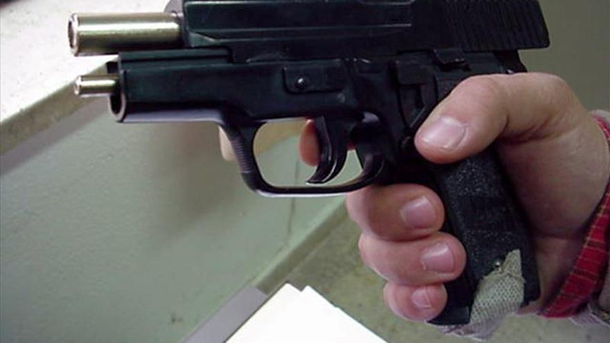 Un concesionario de Texas regala rifles y pistolas al comprar una camioneta