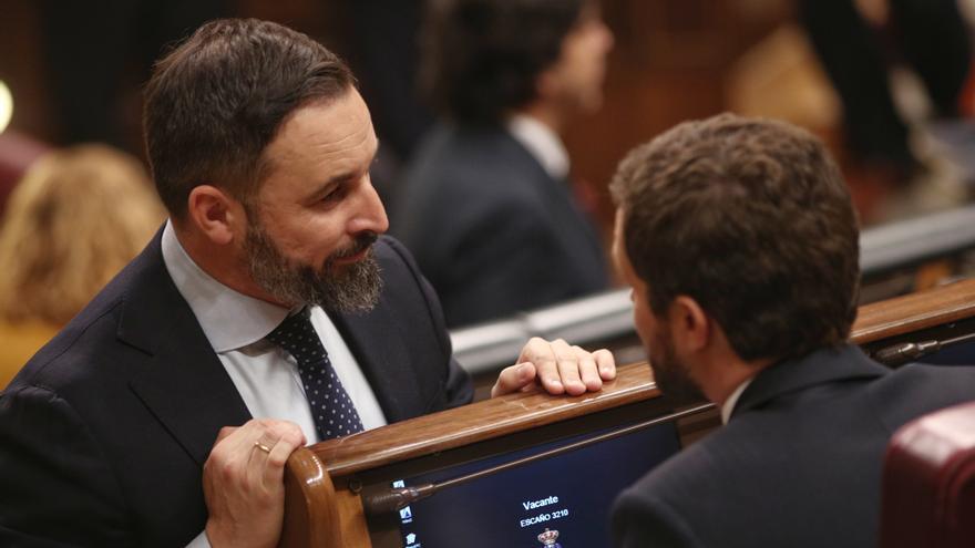 Santiago Abascal y Pablo Casado, durante un Pleno del Congreso de los Diputados.