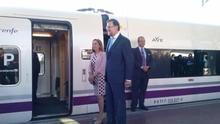 El presidente del Gobierno, Mariano Rajoy, y la ministra de Fomento, Ana Pastor, en la inauguración del AVE a León.