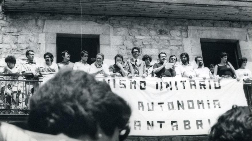Presentación del Organismo Unitario para la Autonomía de Cantabria el 10 de agosto de 1977 en Cabezón de la Sal.