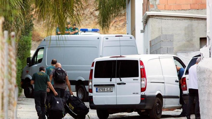 Agentes de la Guardia Civil registraban, la semana pasada, la vivienda del detenido por la desaparición de Dana Leonte.