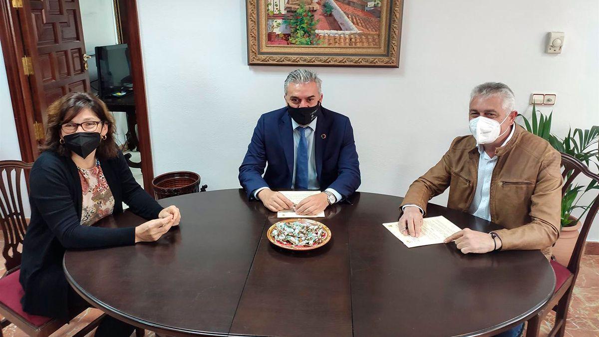 Acuerdo entre la Agencia Provincial de la Energía de Córdoba y el Ayuntamiento de Fernán Núñez.