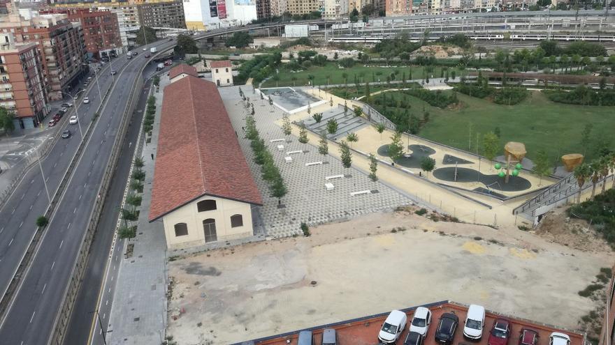 La parcela que queda por adecuar con nuevos accesos y zonas verdes