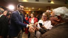"""Juanma Moreno dice que Vox es un """"melón sin catar que puede saber a pepino"""" y llama a """"concentrar el voto"""" en PP"""