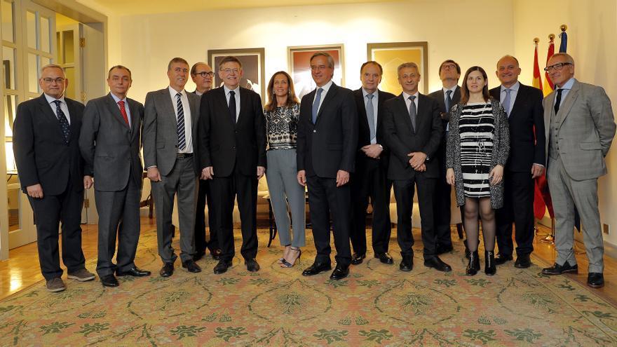Imagen de la recepción de la expedición valenciana en la Embajada Española en Pekín