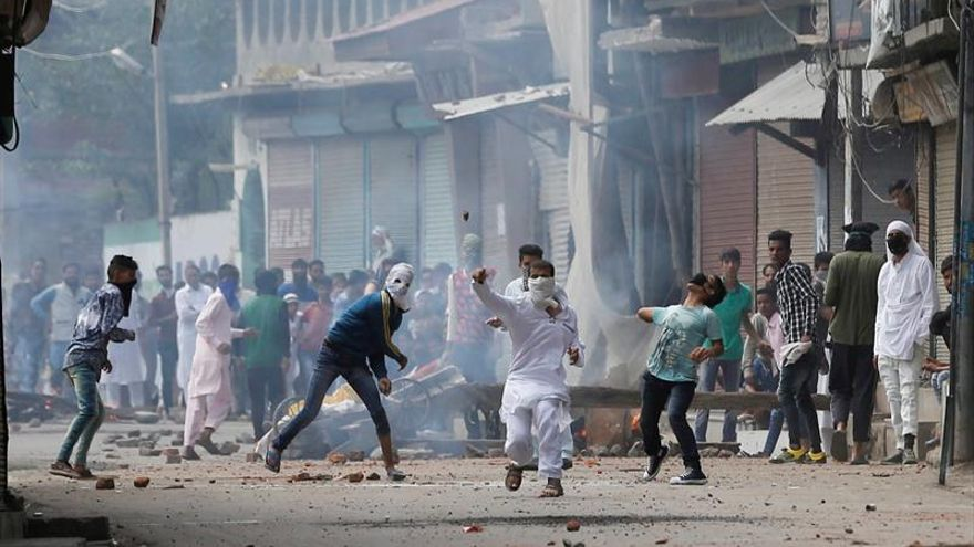 Toque de queda y tres muertos en la Cachemira india en el festivo musulmán