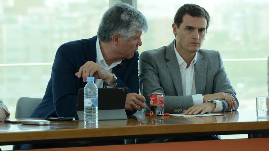El aparato de Ciudadanos cierra filas con Rivera en la estrategia de mantener el rechazo a Rajoy
