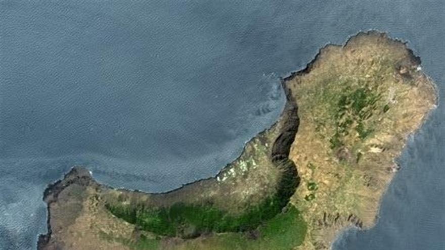 Vista desde satélite de El Hierro, con el valle de El Golfo al norte
