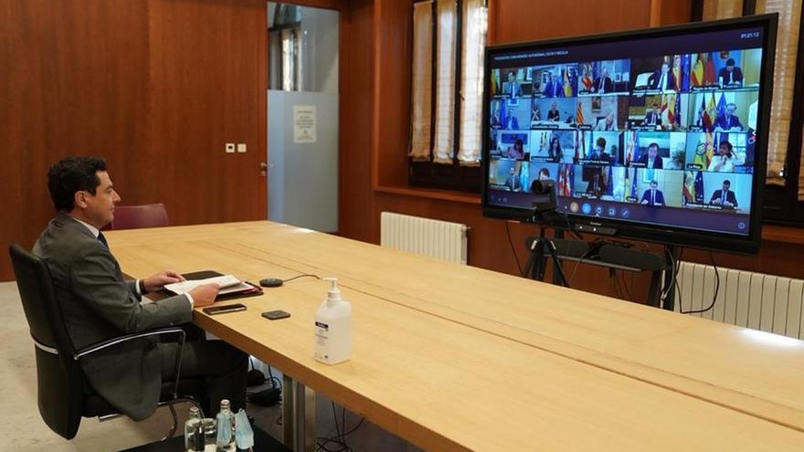 Moreno se queja ante Sánchez por el daño turístico a Málaga y Granada y pide rebajar el IVA de mascarillas