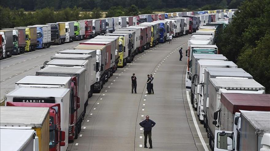 Cameron y Hollande acuerdan abordar la inmigración ilegal