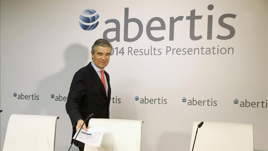 Abertis cae un 4,48 por tras la venta de un 7,5 por ciento por parte del fondo CVC