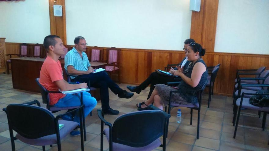 La consejera de Emergencias y Participación Ciudadana del Cabildo de La Palma, Carmen Brito, con los concejales de Obras y Desarrollo Local, Julián Delgado y Diego Brito.