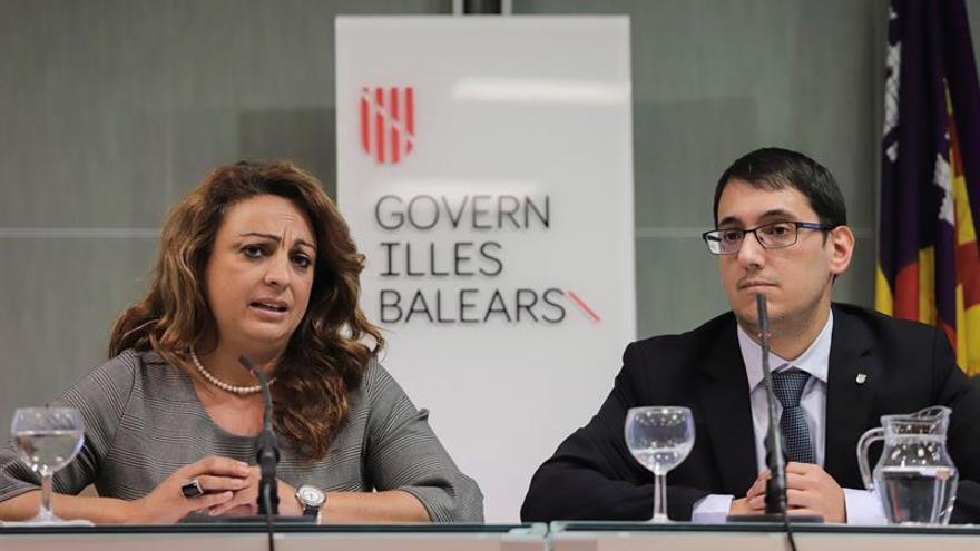 El conseller de Trabajo, Comercio e Industria del Govern de les Illes Balears Iago Negueruela, y la consejera de Empleo, Políticas Sociales y Vivienda del Gobierno de Canarias, Cristina Valido.