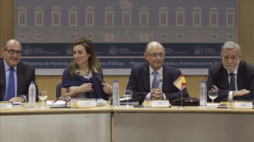 Montoro dice que el Estado garantiza prestaciones de Sanidad, Educación y Dependencia a las Comunidades