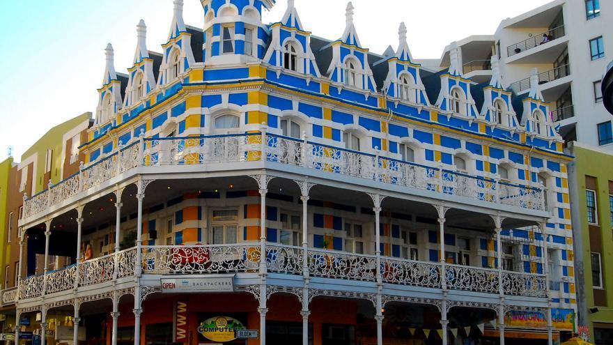 Casa multicolor en Long Street, la calle más famosa de Ciudad del Cabo.