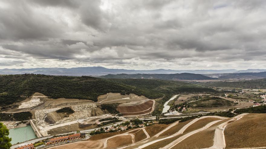 La presa, vista desde la ladera derecha del pantano de Yesa / Foto: Sonia Senosiáin.