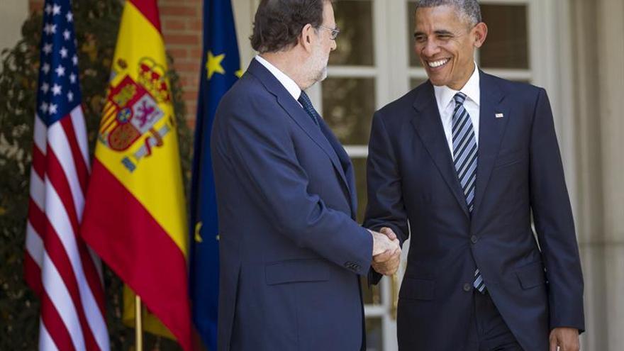 Obama se lleva un jamón regalo de Rajoy de su visita a la Moncloa