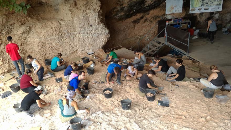Imatge de treballs realitzats a la Cova de Bolomor