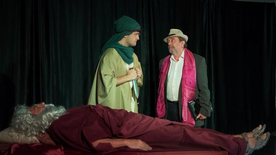Escena de la obra 'Ensayo General', de la agrupación escénica Unos Cuantos, dirigida por Isabel Tejerina.