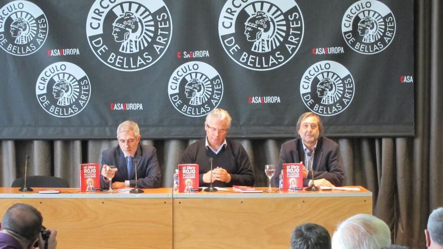 Llamazares celebra el compromiso de Garzón con la política y no descarta que encabece la lista de IU a las europeas