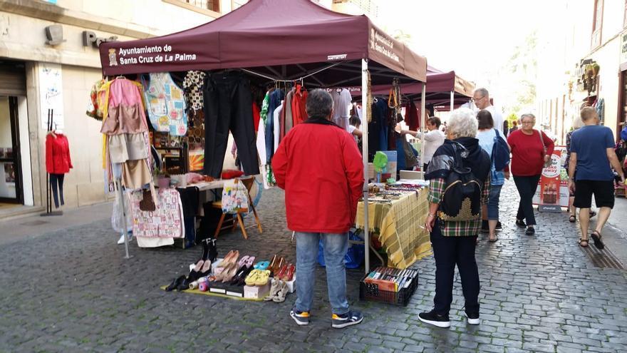 Imagen de Mercadillo instalado en la Calle Real.