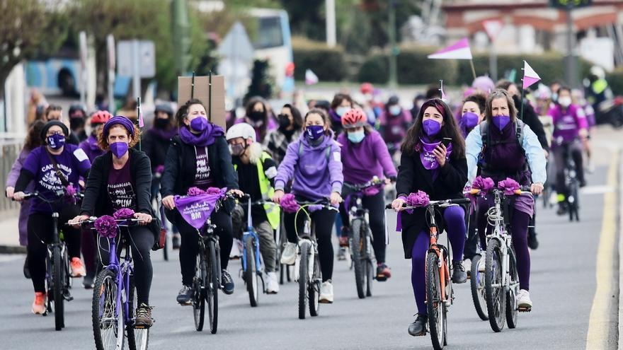 Bicicletada feminista en Santander por el 8M.