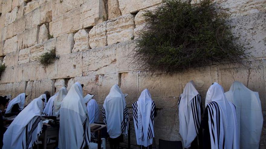 """Netanyahu tacha """"teatro del absurdo"""" negación de vínculo judío con Jerusalén"""