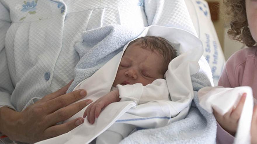 Bebé nacido en Canarias. (Archivo: Quique Curbelo)