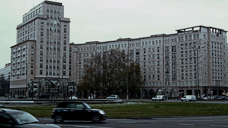 Karl Marx Alee es una de las arterias principales de Berlín este.
