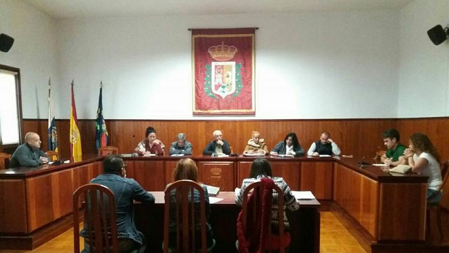 En la imagen, pleno del Ayuntamiento de la Villa y Puerto de Tazacorte.