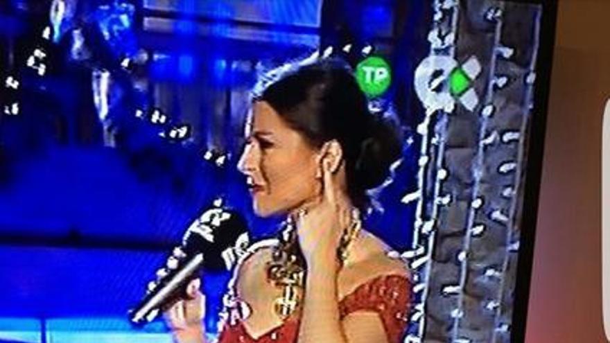 La presentadora Eloísa González durante las Campanadas de Nochevieja de la Televisión Canaria.