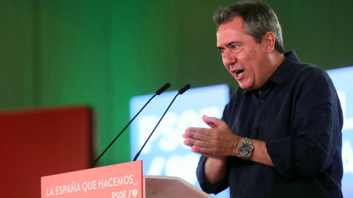 El candidato del PSOE-A a la Junta de Andalucía, Juan Espadas, interviene en un acto en Sevilla con el secretario general del PSOE, Pedro Sánchez.