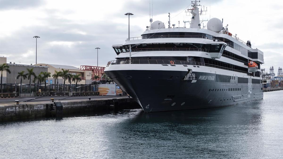El crucero de lujo World Voyager en el puerto de Las Palmas de Gran Canaria