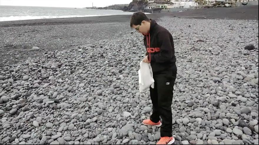 Una piedra de playa frente a la discriminación