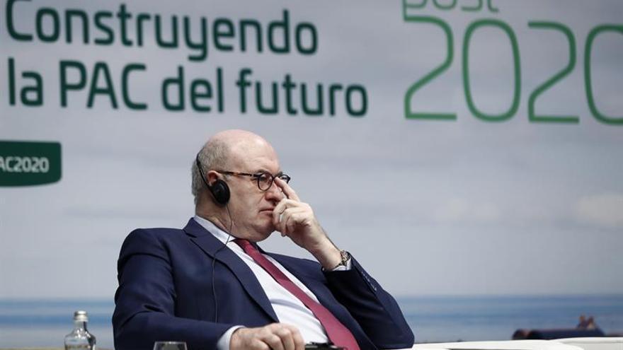 Hogan dice que la situación política en países del Mercosur no hace fácil el acuerdo en 2017