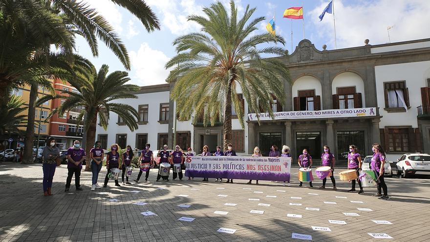"""El movimiento feminista hace ruido por las 1.074 asesinadas en un atípico 25N: """"Rompamos el silencio con sororidad"""""""