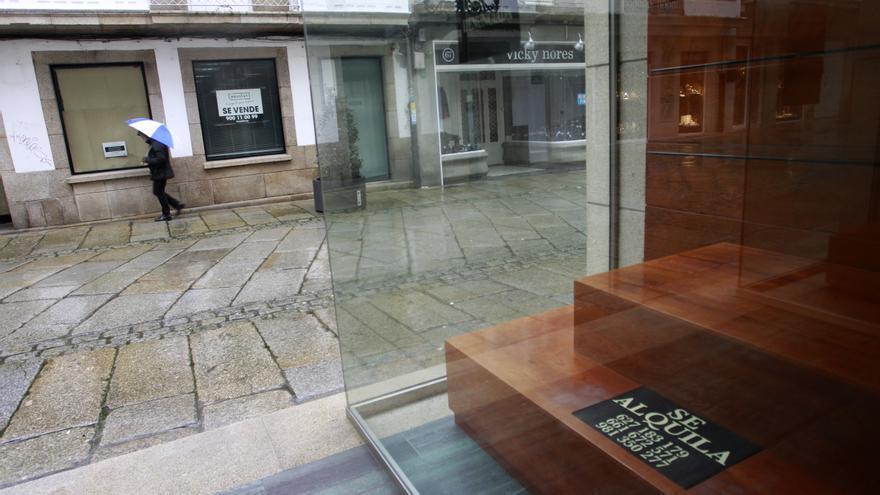 Bajos vacíos en la calle Galiano, en el centro de Ferrol.