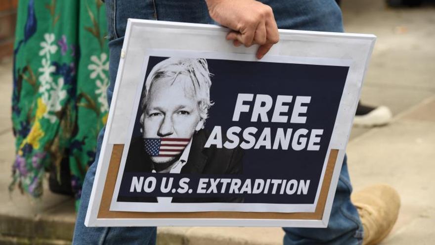 Assange no debería ser extraditado a EE.UU., según Corbyn