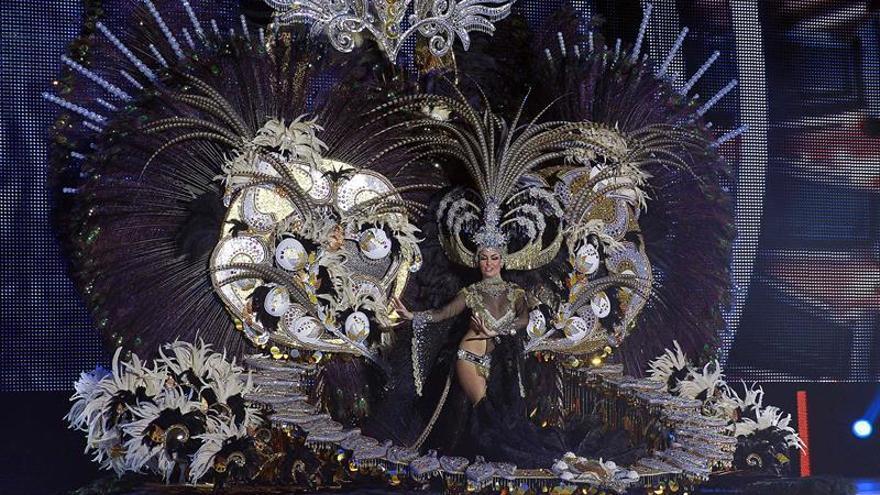 Adtemexi Cruz Hernández, reina del carnaval de Santa Cruz con la fantasía 'Áurea'./ EFE (Cristóbal García)