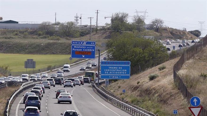 Tráfico lento en las salidas de Madrid y se recomienda precaución por lluvias