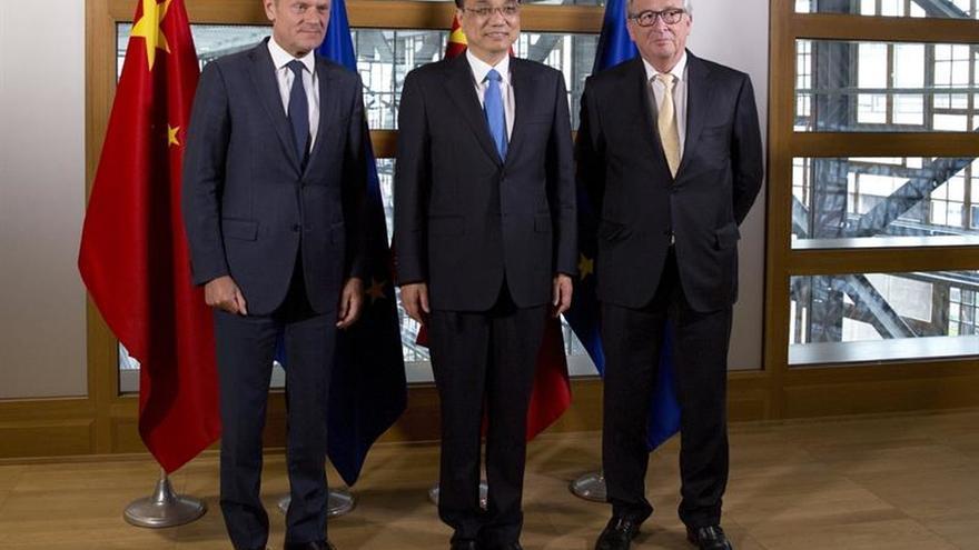 Juncker llama a que la UE y China lideren la implementación del acuerdo de París