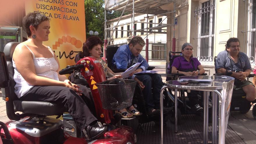 Los integrantes de Egineren Eginez daunte la presentación del fallo del Tribunal Superior de Justicia.