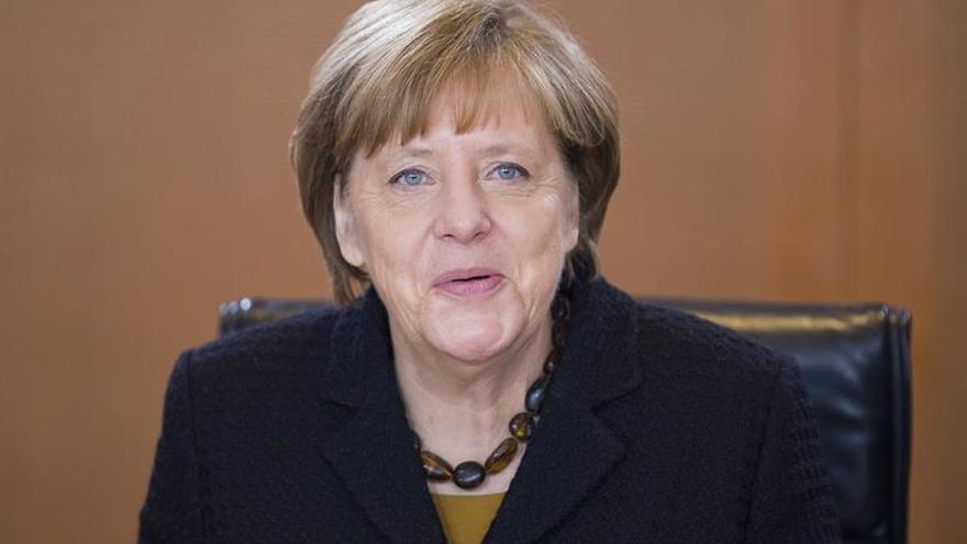 Merkel defiende su apuesta por aumentar la inversión pública sin nuevas deudas