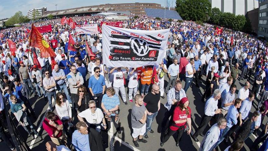 Los empleados de VW protestan porque se les ha quitado la prima de beneficio
