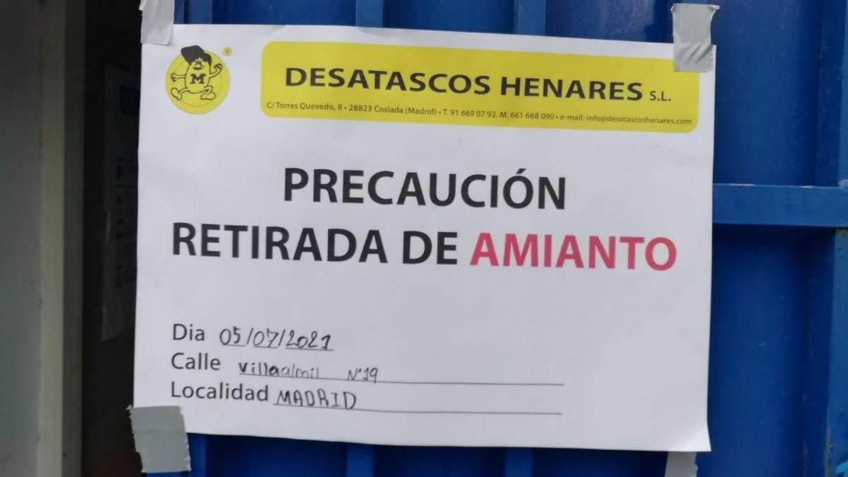 El cartel que se puede ver pegado en la puerta del centro de salud