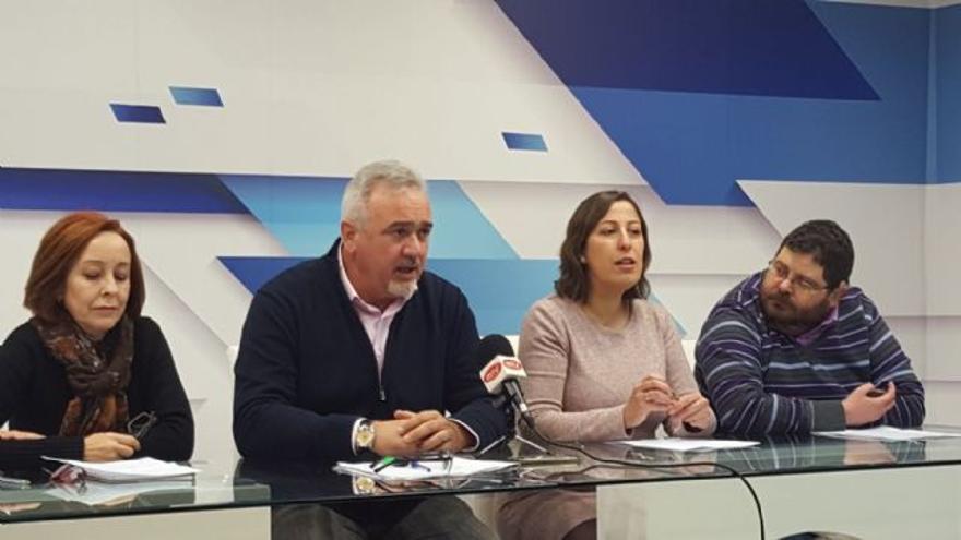 En el centro, el alcalde de Moratalla, Jesús Amo,